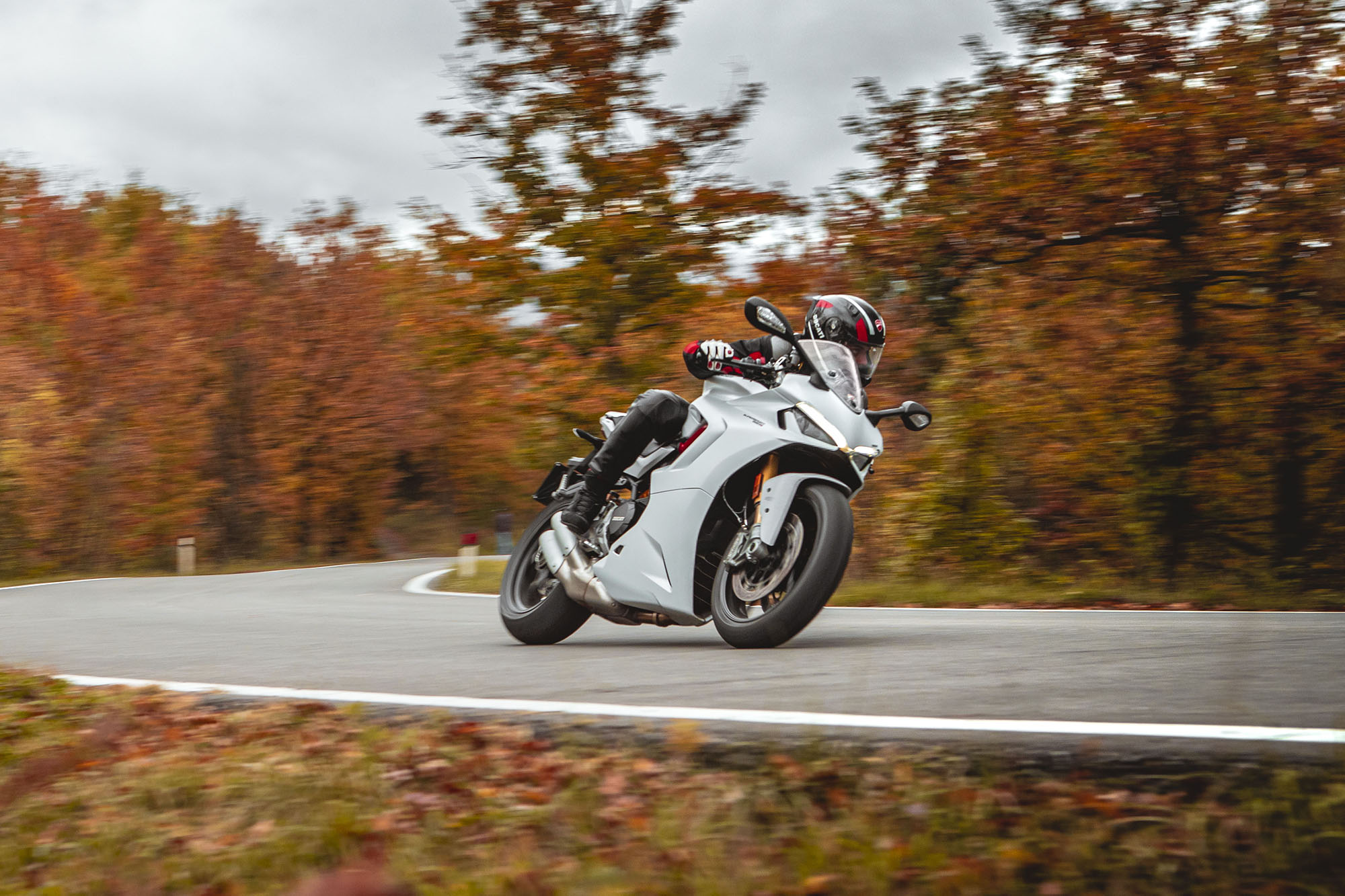 DUCATI_SUPERSPORT_950_S_AMBIENCE _11__UC210996_High