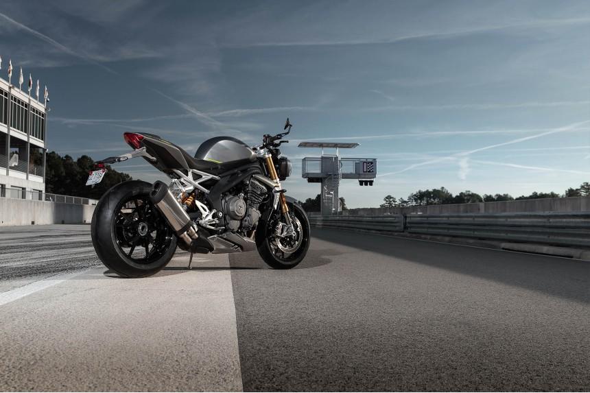 Speed-Triple-1200-RS---Hero-Static-5