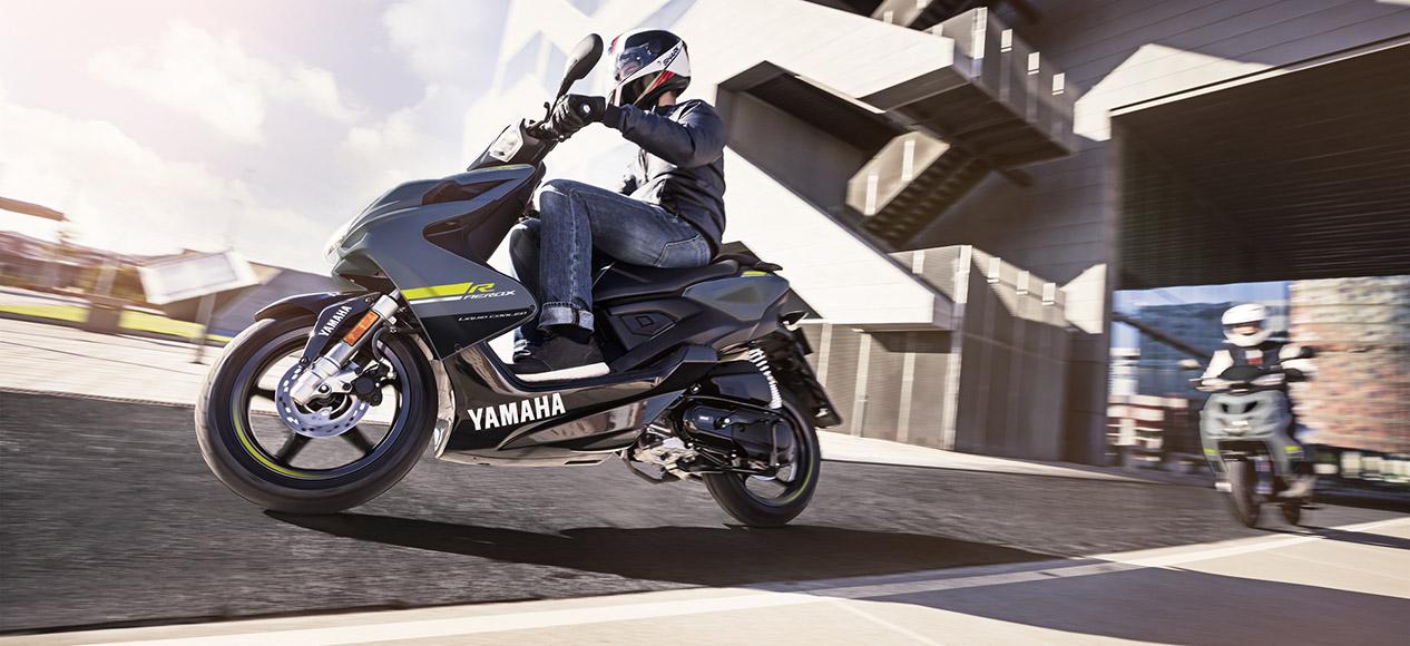 1266_moped_hl.jpg