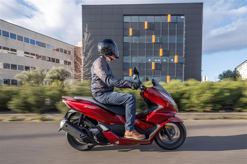 Honda PCX125 review side